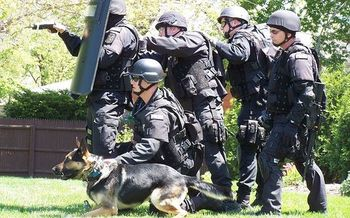 Nationally, police SWAT teams now conduct 60,000 raids a year. (Fiatswat800/Wikimedia Commons)