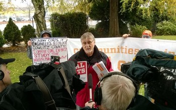 Les Anderson delivered 225,000 comment cards opposing a proposed coal-shipping terminal at Longview, Wash., to the U.S. Army Corps of Engineers in Seattle. (Columbia Riverkeeper)<br />