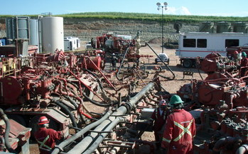 Methane emissions from hydraulic fracturing operations contribute to climate change. (Joshua Doubek/Wikimedia)