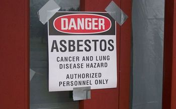 Under the 1976 law the EPA was unable to regulate asbestos. (Ktorbeck/Wikimedia Commons).