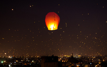 Sky lanterns such as this one are illegal to use by Tennesseans unless they have a commercial license to set off fireworks. (Bhavishya Goel/Flickr)