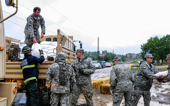 Air National Guard workers stack sandbags to minimize damage from floodwaters in 2013. (Wikimedia Commons/Air National Guard Staff Sgt. Nicole Manzanares)