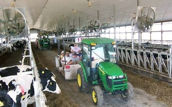Tours of farming operations are one popular aspect of Wisconsin Farm Technology Days, which gets underway today in Lake Geneva, WI. (wifarmtechnologydays.com)