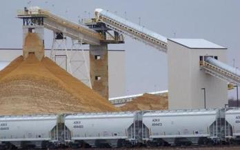 Wisconsin environmentalists don't trust a draft report that says fine sand generated by the frac sand industry isn't harmful to health. (Sierra Club)