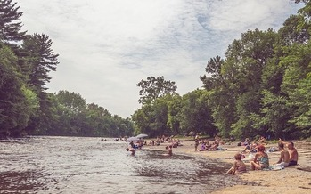 Washingtonians should keep in mind that water temperatures still are cold even though it's summer. (pixabay)