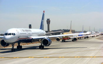 Technology planned and in use could cut emissions from new aircraft by 25% in 8 years. (Regular Daddy/Wikimedia Commons)