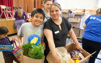Programs in Oregon are providing fresh produce to families during the summer months. (Oregon Food Bank)