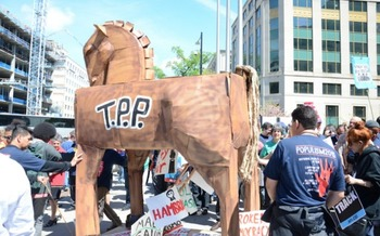 Marchers want opposition to the Trans Pacific Partnership in the Democratic Party platform. (AFGE/Wikimedia Commons)