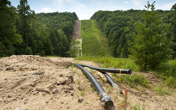 New York state has banned fracking, but dozens of gas and oil pipelines are planned. (Beyond Coal and Gas/flickr.com)