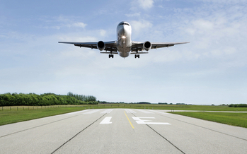 Airplanes are expected to emit 43 gigatonnes of greenhouse gas pollution by 2050 if no action is taken. (iStockphoto)