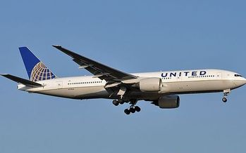 Emissions from aircraft endanger public health, according to the EPA, and the agency's new report indicates airlines aren't doing enough to reduce them. (Jules Meulemans/Wikimedia Commons)