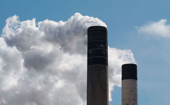 RGGI states have been working to reduce carbon emissions from power plants for 10 years. (Dori/Wikimedia Commons)