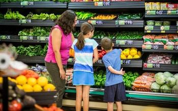 A new poll shows strong support for a state fund designed to bring grocery stores to Virginia food deserts. (American Heart Association)