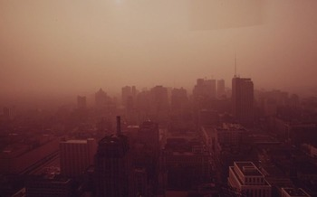 In Philadelphia, smog from oil and gas pollution causes an estimated 12,206 childhood asthma attacks. (Dick Swanson/Wikimedia Commons)<br />