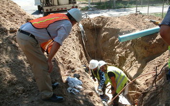 Crews from the Albuquerque Bernalillo County Water Authority replace a leaky pipe. (Albuquerque Bernalillo County Water Authority)