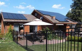 The tour gives the public a chance to interact with homeowners who have gone solar. (PennFuture)