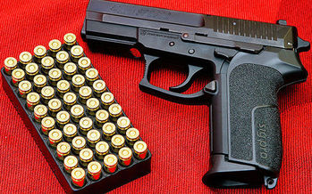 New Hampshire lawmakers' failure to override Gov. Maggie Hassen's veto of SB 336 means permits are still required to carry a concealed weapon in the state. (Augustas Didžgalvis/wikimedia)