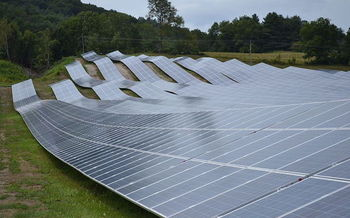 Studies show investing in renewable energy could generate more than 80,000 jobs. (SayCheeeeeese/Wikimedia Commons)