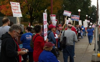 Faculty say they were forced to strike when state negotiators did not return to the bargaining table. (David Chambers)
