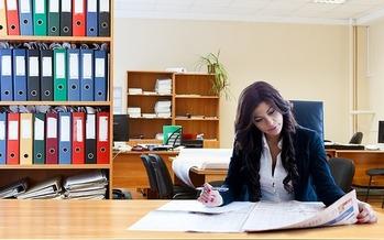 A new report says Nebraska women earn 73 cents for every dollar earned by men in similar jobs. (Pixabay)
