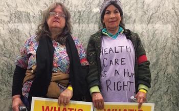 Berta Alvarado (derecha) viaj� del sureste de Washington a Washington DC esperando hablar con sus representantes sobre el futuro de los servicios de salud. (Service Employees Int'l. Union)