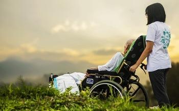 Cortes propuestos al Medicaid podr�an impactar a casi 130,000 adultos mayores y personas con discapacidad en Colorado, que conf�an en el programa. (Pixabay)