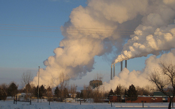The coal-fired power plant in Colstrip supplies energy for West Coast utility companies and is scheduled to close by 2022. (Spot Us/Flickr)
