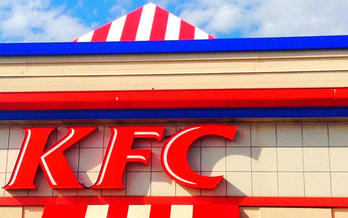 By the end of next year, KFC will be the largest fast food chain to commit to serving chicken that isn't raised using antibiotics. (Mike Mozart/Flickr)