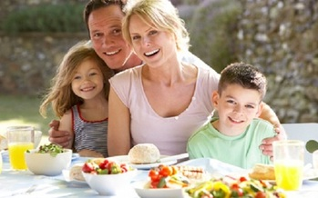 Picnics and barbecues are popular in summer, and the food isn't always healthy. (florida.gov)