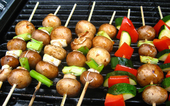 Health experts suggest throwing veggies on the barbecue as a good option to stay healthy this summer. (Jeremy Keith/Flickr)