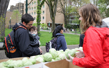The Harvest Share at Portland State University provides fresh fruits and vegetables to students. (Oregon Food Bank)