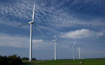 Onshore wind farms offer a source of income for many of North Carolina's rural communities where the farming industry is struggling. (Jeff Kubina/Flickr)