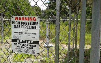 Environmental groups say pipelines have the potential to leak toxic fumes and methane from the wells to the power plant. (John S. Quarterman/Flickr)