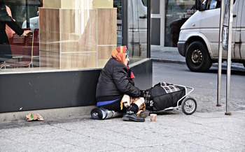 Chronic homelessness in Connecticut has decreased almost 60 percent in three years. (fantareis/Pixabay)