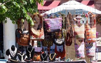 The annual Indian Market comes to Santa Fe this weekend as lawmakers attempt to bolster federal laws to curb the flow of fake merchandise posing as Native American art. (Pixabay)