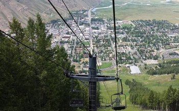 Economists are headed to Jackson Hole to urge the Federal Reserve to raise its inflation target to spur higher wages and more jobs. (Getty Images)