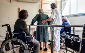 Nursing home deaths prompt new rules by Florida Governor (Salvador Altimir/Flickr)