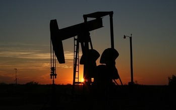 Researchers found that when oil prices are down, tax breaks prop up returns for fossil-fuel investors. (Pixabay)