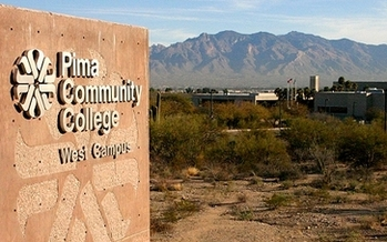 A new study says Arizona community colleges are now 42 percent Latino. (Kynn/Wikimedia Commons)