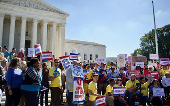 People rally to end gerrymandering as the U.S. Supreme Court hears the Wisconsin case, Gill vs. Whitford. (League of Women Voters/Flickr)
