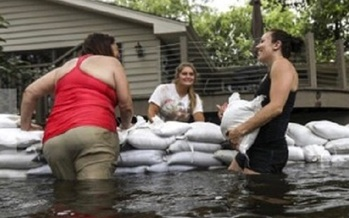 Flooding linked to warmer temperatures and ice meltage on Lake Michigan is likely to increase in the Midwest, according to a new report. (V. Carter)
