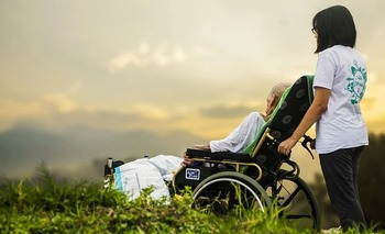 Hospice care can help patients and families dealing with distressing physical and mental symptoms at the end of life. (Pixabay)
