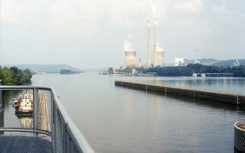 Energy analysts say big coal-fired power plants like the Pleasants Power Station are increasingly noncompetitive. (Brian M. Powell/Wikipedia)