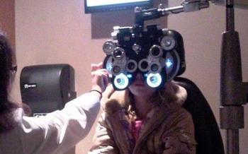 Los obst�culos financieros pueden impedir que los padres de familia programen un examen de seguimiento despu�s de que una revisi�n de la vista detecte un problema con la visi�n de su peque�a o peque�o.