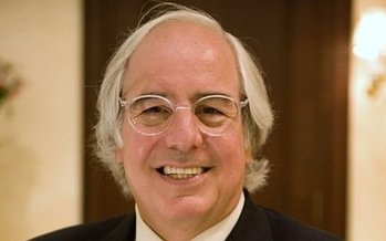 Frank Abagnale has spent decades fighting fraud and identity theft. He says the key to avoiding scams is to stop, take a moment and verify the source. (Wikimedia Commons)