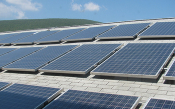 Solar panels have great potential in Tennessee, but industry experts say current policies don't support the growth of clean energy. (Mike Linksvayer/flickr)