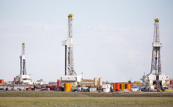 Reinstatement of the methane waste rule would require companies to fix leaks and capture excess gas at fracking wells. (Jens Lambert/iStockphotos)