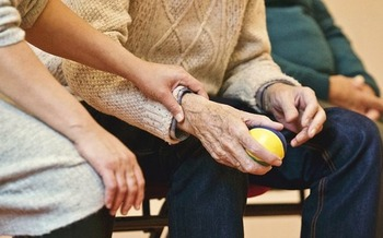 More than 800,000 Washingtonians are family caregivers. (StockSnap/Pixabay)