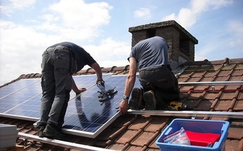 The Snake River Alliance helped more than 100 families install solar panels on their rooftops over the past year and a half. (MariaGodfrida/Pixabay)