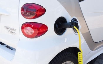 Switching to renewable energy and electric vehicles would help reduce carbon emissions, environmentalists stress. (stux/Pixabay)